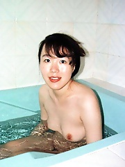 Japanese amateur wife gets pussy fucked