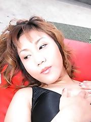 MILF Japanese Amateur shares sexy photos