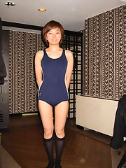 Cute japanese amateur coed gets naked